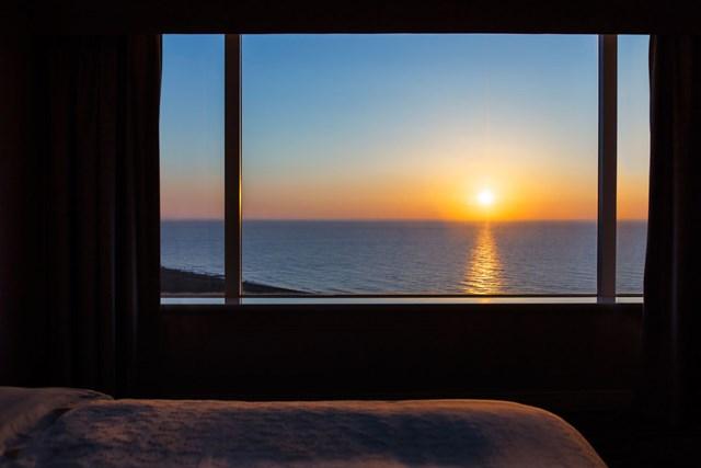 全室オーシャンビューの部屋からはこんなきれいな日の出を拝めます