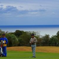 黒潮の風が気持ちいい。脱いでいい? 2019年 カシオワールドオープンゴルフトーナメント 初日 片山晋呉