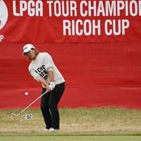 18番グリーンオーバーからのアプローチ 2019年 LPGAツアーチャンピオンシップリコーカップ 初日 鈴木愛