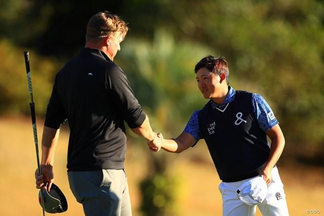 2019年 カシオワールドオープンゴルフトーナメント 2日目 ショーン・ノリス 今平周吾 賞金ランク2位のノリス(左)と予選ラウンドをプレーした今平周吾