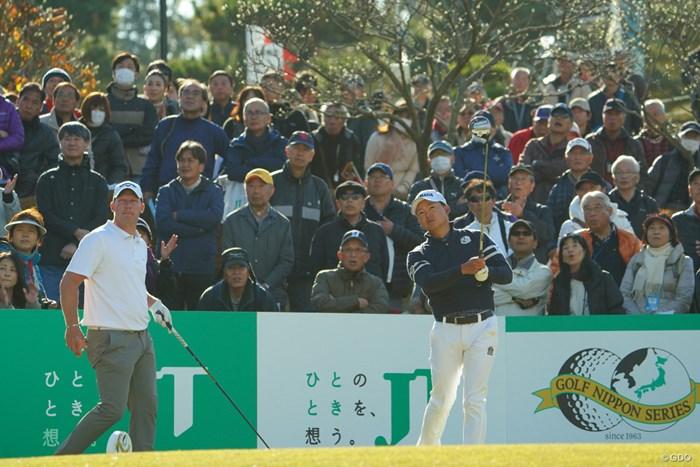 賞金王を争う今平周吾(右)とノリスはそろって好発進 2019年 ゴルフ日本シリーズJTカップ 初日 ショーン・ノリス 今平周吾