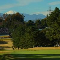 富士山チラリ。 2019年 ゴルフ日本シリーズJTカップ 初日 1番ホール