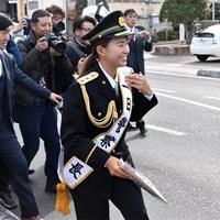 一日警察署長として交通事故防止を呼びかけた渋野日向子 2019年 渋野日向子