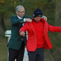 もちろん勝つつもりで、ウェアは赤いジャケットにコーディネート。 2019年 ゴルフ日本シリーズJTカップ 最終日 石川遼