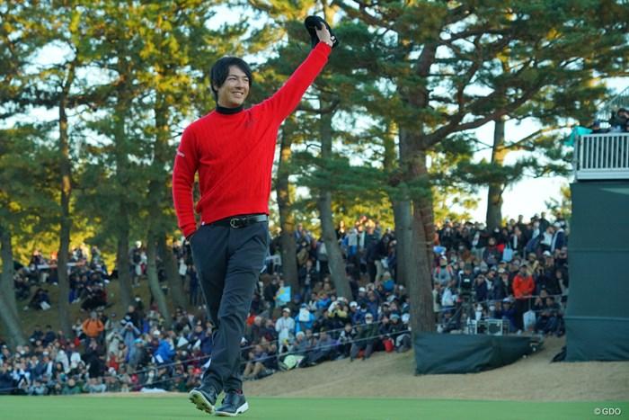 泥くさくプレーオフを制した石川遼。スマートに声援に応えた 2019年 ゴルフ日本シリーズJTカップ  最終日 石川遼