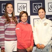来季の活躍を誓った21歳の高木優奈(中央) (左から)エイミー・コガ、高木優奈、金澤志奈