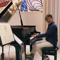 成田美寿々がグランドピアノを寄贈した 2019年 成田美寿々