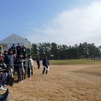 雨の時間帯が長かったが、観客も見守った 2019年 神奈川レディースオープン ギャラリー