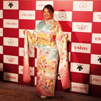 鈴木愛は賞金女王の振袖で 2019年 LPGAアワード 鈴木愛