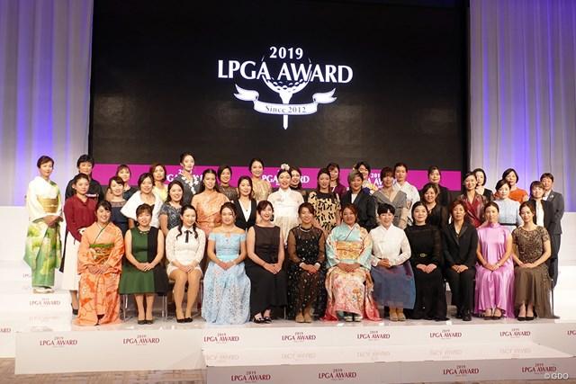 LPGAアワードに渋野日向子、賞金女王の鈴木愛らが出席した