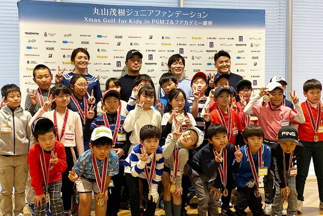 女子プロは渡邉彩香(後列左)、男子プロでは時松隆光(後列左から2人目)が参加した