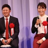 今平周吾(左)と渋野日向子は23日に表彰式に出席した 2019年 今平周吾 渋野日向子