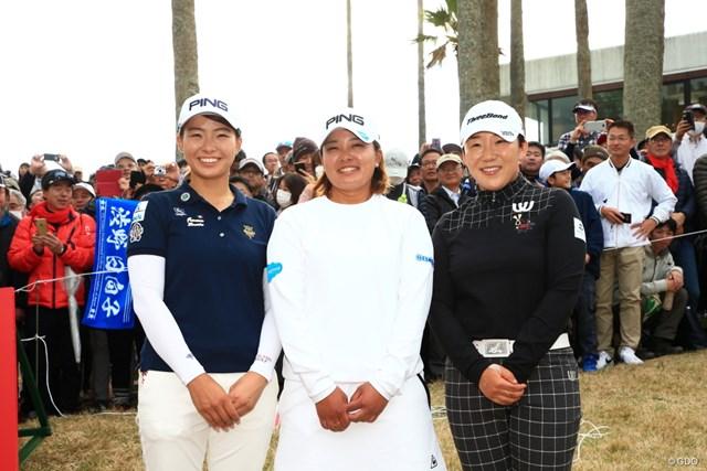 最終戦を終えた(左から)渋野日向子、鈴木愛、申ジエの3人。みんな笑顔で撮影に応えてくれた
