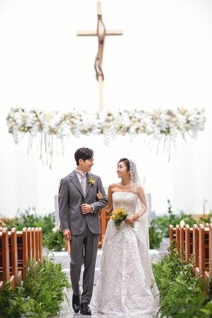 韓国で挙式したイ・ボミとイワンさん(※提供写真)