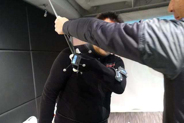 テークバックで左手首を張っていく動きに違和感を訴える受講者