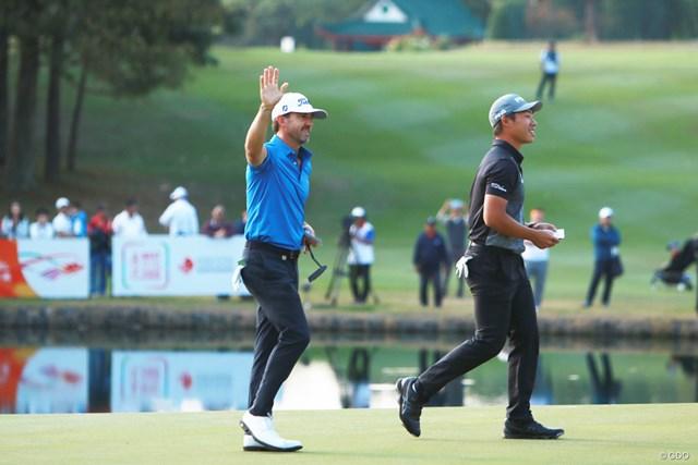 2020年 香港オープン 最終日 ウェイド・オームスビー 完全優勝で2大会ぶりに香港オープンを制覇したオームスビー(左)