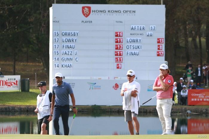 大槻智春(右)と招待選手と差はついた。だが、これをいつまでに埋められるかだ 2020年 香港オープン 最終日 大槻智春