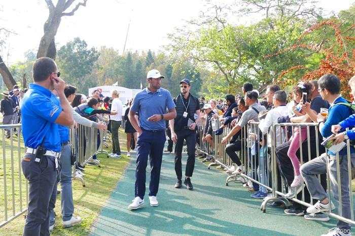 さりげない仕草がかっこいい 2020年 香港オープン 最終日 トニー・フィナウ