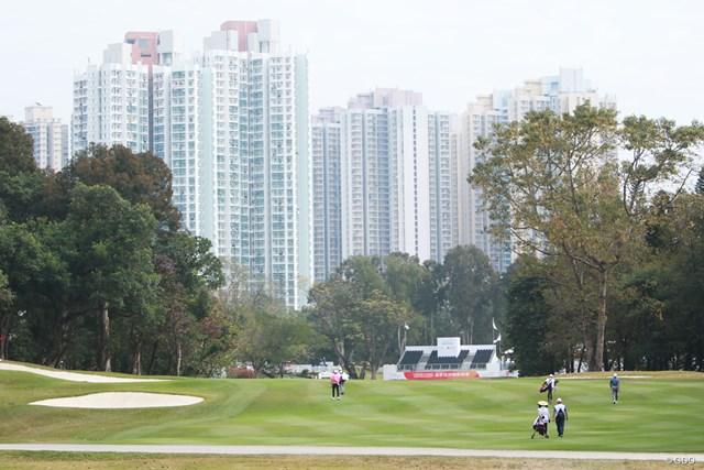 18番グリーン方向に見える高層住宅。この景色に拍車がかかる?