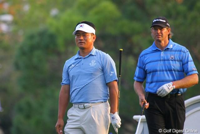 最終組で逆転優勝を狙ったチェ・キョンジュ(左)とレティーフ・グーセンだが・・・