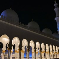 これもiPhoneで撮影。モスクの回廊は夜にとくに美しく… 2020年 アブダビHSBCゴルフ選手権 事前 シェイク・ザイード・モスク