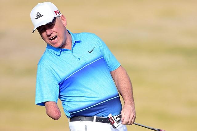 感銘を与えている片腕のアマチュアゴルファー、ローレント・ハーツバイスさん(Harry How/Getty Images)