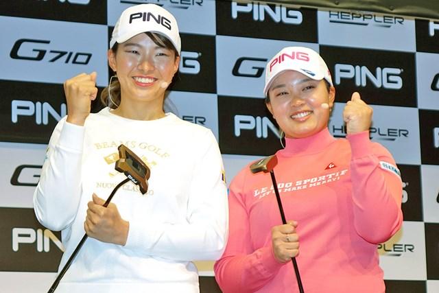 新シリーズ「ヘプラー パター」の発表会に参加した渋野日向子(左)と鈴木愛。渋野は「トムキャット14」、鈴木は「パイパーC」を好みのタイプに選んだ