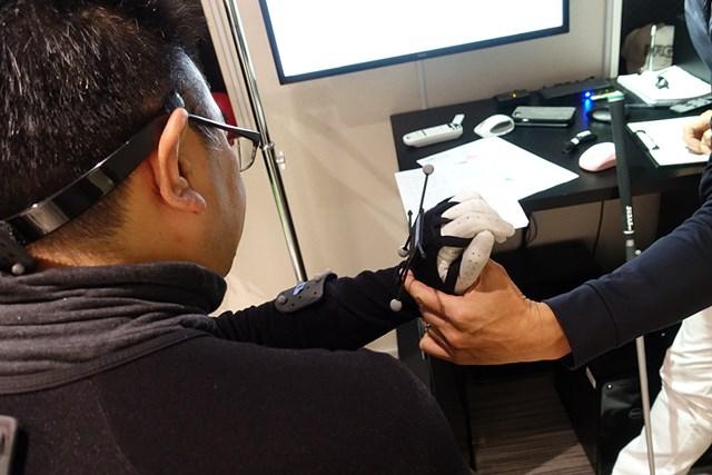 体の回転でつかまえる「Fタイプ」スイング(後編) トップで左手首が甲側に折れるクセのある受講者