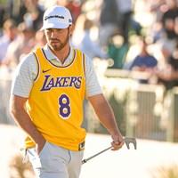 ブライアント氏のデビュー時の背番号「8」のジャージを着るウルフ(Ben Jared/PGA TOUR via Getty Images) 2020年 ウェイストマネジメント フェニックスオープン 初日 マシュー・ウルフ