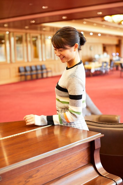 ラウンジにグランドピアノがある京和CC