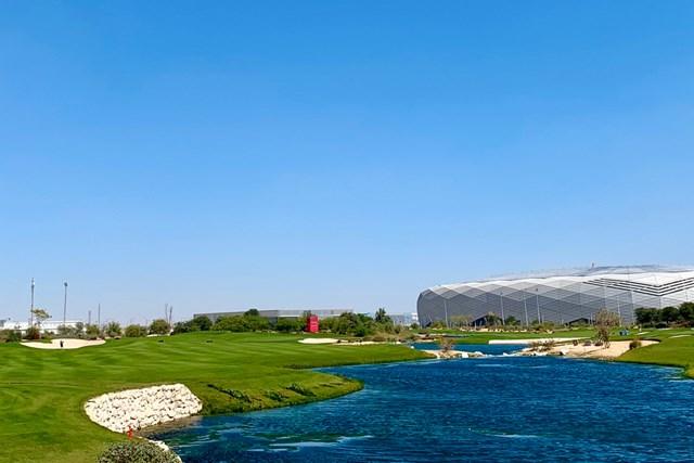 2020年 コマーシャルバンク・カタールマスターズ 事前 エデュケーションシティGC ドーハに来ました。建設中のサッカースタジアムが見えます