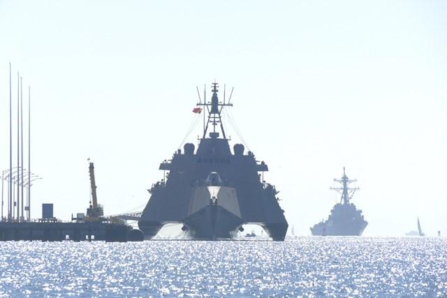 この軍艦、めっちゃ速そう…。
