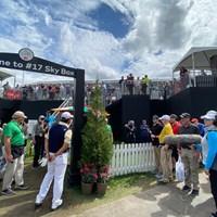 17番ではティショットがホール左のスタンドの裏まで到達。ボールは柵のそばに… 2020年 アーノルド・パーマー招待byマスターカード 4日目 松山英樹