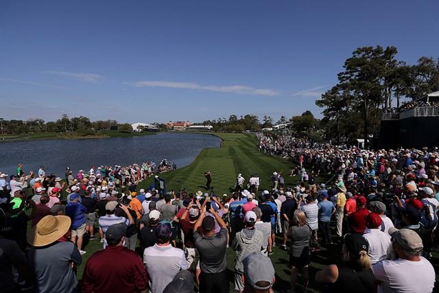 2020年 ザ・プレーヤーズ選手権 事前 フィル・ミケルソン 左に広がる池と右前方の林。両サイドの絶妙なプレッシャーがドラマを生む 18番(Richard Heathcote/Getty Images)