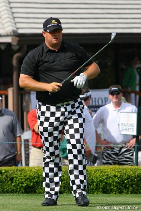 ド派手なパンツを履いて登場したジェイソン・ゴア。米国のカーリングナショナルチームと同じデザイナーが作成している 2010年 アーノルド・パーマーインビテーショナル2日目 ジェイソン・ゴア