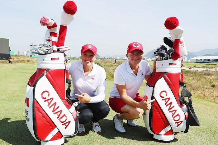 ブルック・ヘンダーソン(左)とともにカナダ代表としてリオで戦ったアレーナ・シャープ(Scott Halleran/Getty Images) 2016年 リオ五輪 ブルック・ヘンダーソンとアレーナ・シャープ