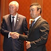 青木功JGTO会長(左)とジャパンゴルフツアー選手会の時松隆光会長 2020年 JGTO定時社員総会 青木功 時松隆光
