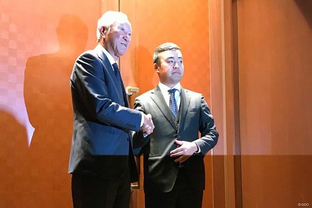 2020年 青木功 時松隆光 JGTOの定時社員総会に出席した青木功会長(左)と時松隆光