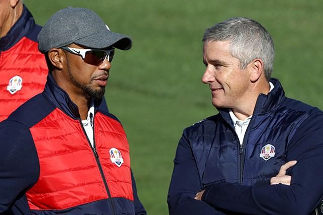 タイガー・ウッズ ジェイ・モナハン PGAツアートップのジェイ・モナハン氏(右)(Sam Greenwood/Getty Images)