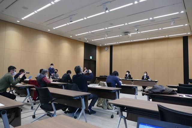 JLPGA会見ではテーブルに1人の記者が座るなど間隔が空けられた