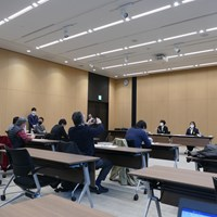 JLPGA会見ではテーブルに1人の記者が座るなど間隔が空けられた 2020年 日本女子プロゴルフ協会会見