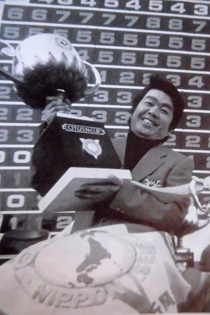 1975年「日本シリーズ」を制して日本タイトル4冠を果たした村上隆