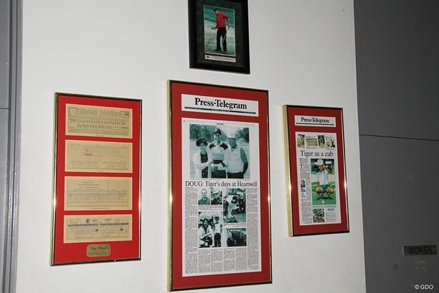 ハートウェルGCに残るウッズのスコアカードと古い新聞記事