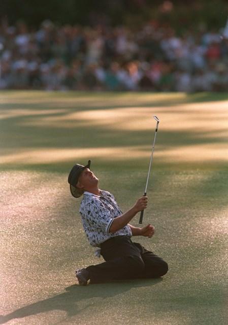 勝者の陰に敗者あり。グレッグ・ノーマンは1996年大会最終日の大失速など最後までグリーンジャケットには手が届かなかった (Stephen Munday/ALLSPORT via Getty Images)
