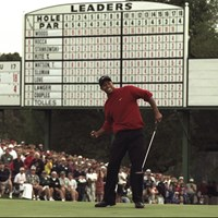 ウッズは衝撃的な強さで1997年のマスターズ王者に(Stephen Munday Allsport) 1997年 マスターズ(延期) 事前 タイガー・ウッズ
