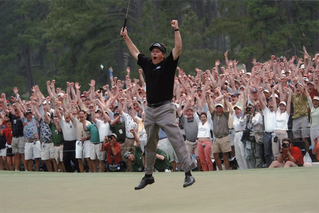 メジャー初優勝にミケルソンはこのジャンプ( Augusta National/Getty Images)