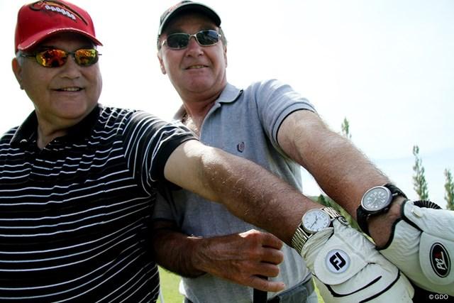 米国から来たゴルファーとカナダからのゴルファーでは腕時計に時差が