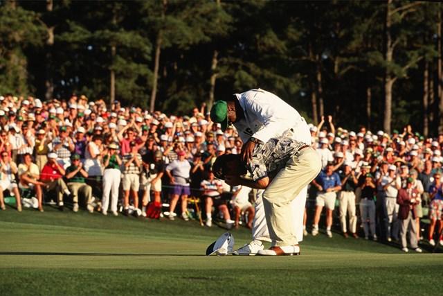 1995年 マスターズ 最終日 ベン・クレンショー 1995年、2度目のタイトルを掴んだベン・クレンショーは思わず泣き崩れた(Augusta National/Getty Images)