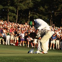 1995年、2度目のタイトルを掴んだベン・クレンショーは思わず泣き崩れた(Augusta National/Getty Images) 1995年 マスターズ 最終日 ベン・クレンショー