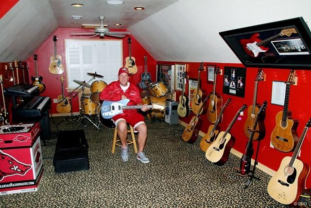 ギターをはじめとした楽器の数々!